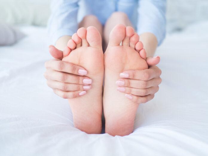 jak zatroszczyć się o stopy zimą?